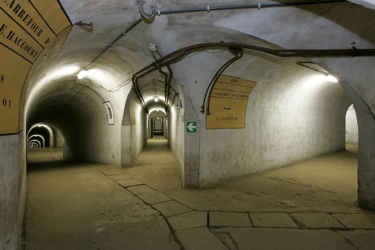 Ster kruising in de ondergrondse galerij