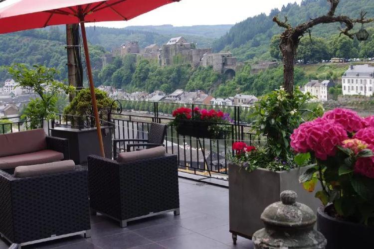 Diner op terras Hotel Panorama