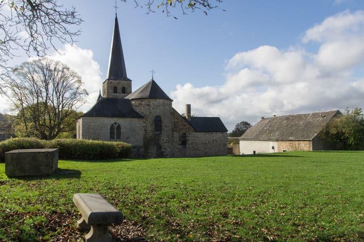 St Walburga kerk in Wéris