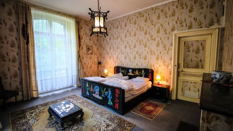 Elke kamer is ingericht volgens thema. Dit is de Chinese kamer.