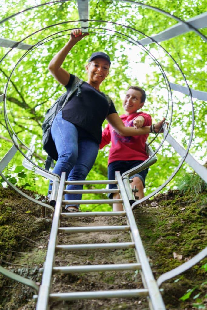 Laddertjeswandeling met kinderen© Denis Closon