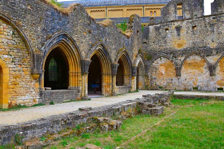 Ruïnes oude Abdij van Orval