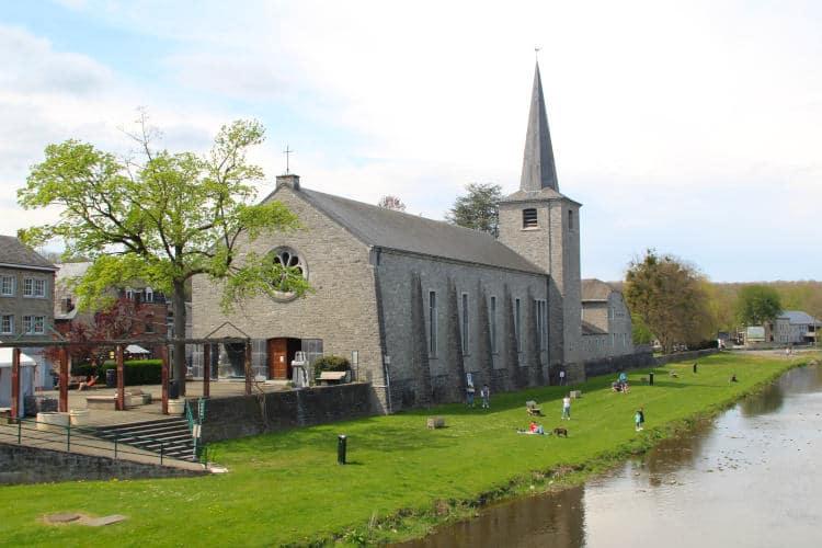 Startpunt, de kerk van Hotton