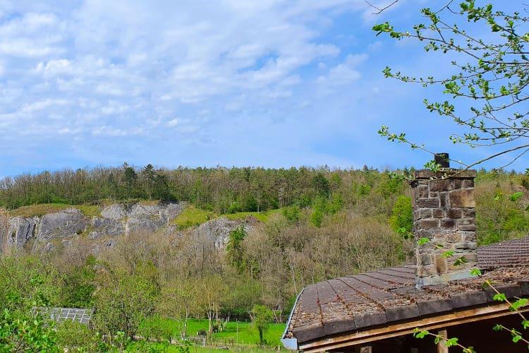 Uitzicht op de rotsen van Hotton