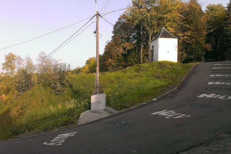 Kapelletjes langs de weg Muur van Hoei